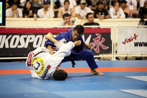 Drible a meia-guarda no Jiu-Jitsu com Bruno Frazatto