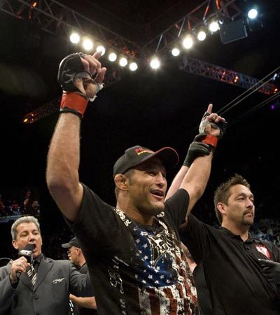 Dan Henderson signs with Strikeforce