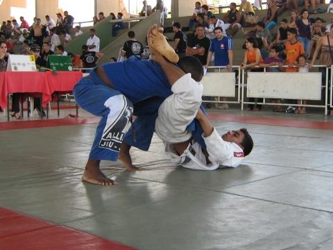 Alô, guardeiro! Pare de cometer este erro grave e melhore seu Jiu-Jitsu