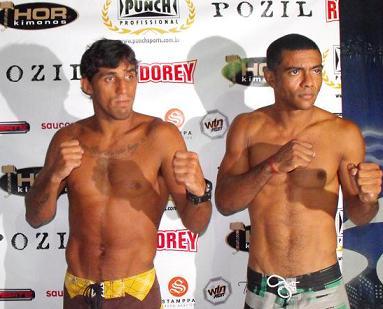 Pulga e Alexandre Pinheiro na pesagem. Foto: Rogério Maciel
