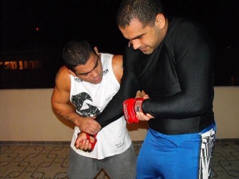 Paulão trains with Rodrigo Artilheiro