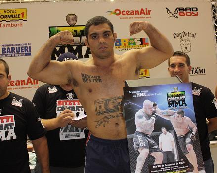 Paulão na pesagem do Bitetti Combat. Foto: Carlos Ozório