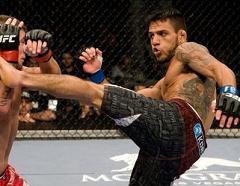 Rafael dos Anjos na primeira vitória no UFC / Foto: Josh Hedges