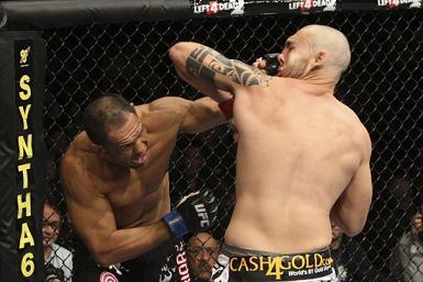 Minoto na estréia pelo UFC / Foto: Josh Hedges