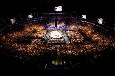 O UFC 99, em Colônia, Alemanha. Foto de Josh Hedges.