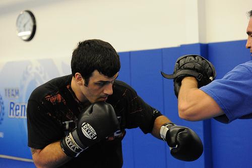 No treino de boxe com Mark Henry, o filho de Rolls Gracie afia os punhos. Foto: Luca Atalla.
