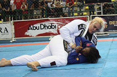 Gabrielle contra Diana, na decisão. Foto: Carlos Ozório