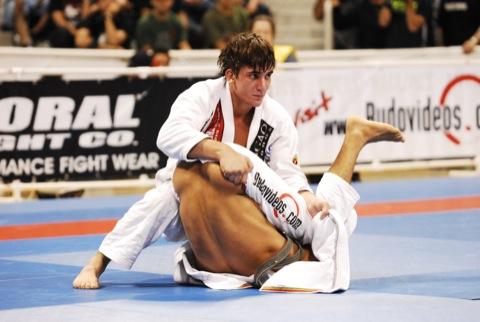 Estudo de fim de ano: Gui Mendes explica como anular a guarda-X no Jiu-Jitsu