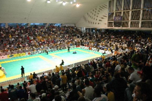 Tem fera russa afiando o chão no Rio