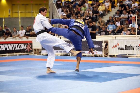 Roger Gracie analisa a guarda 50/50 e fala dos astros atuais do Jiu-Jitsu