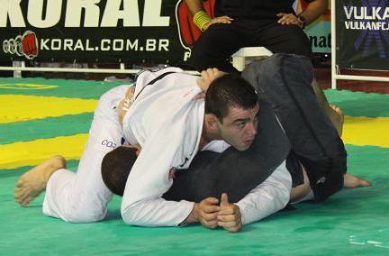 Alex Ceconi passa a guarda de Léo Nogueira no Brasileiro de Jiu-Jitsu 2010.
