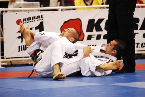 Para Michael Langhi, o bom guardeiro no Jiu-Jitsu precisa ser como um lutador de boxe