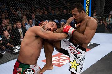 Jacaré in Strikeforce title fight