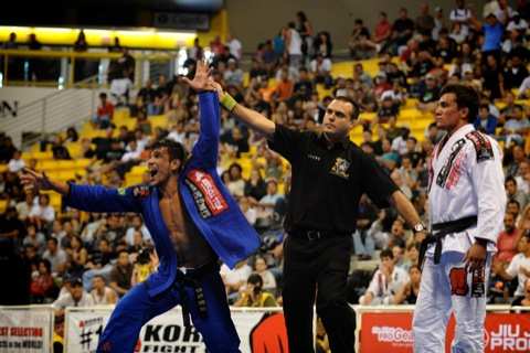 Cobrinha drops in on World Pro by surprise