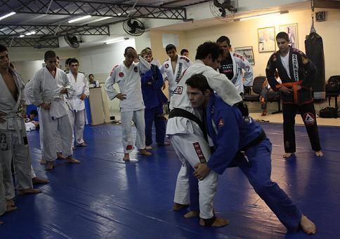 Cachorrinho teaches takedown