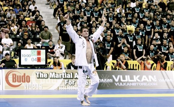Rafa celebra seu primeiro Mundial na preta, em 2010. Foto: Ivan Trindade.