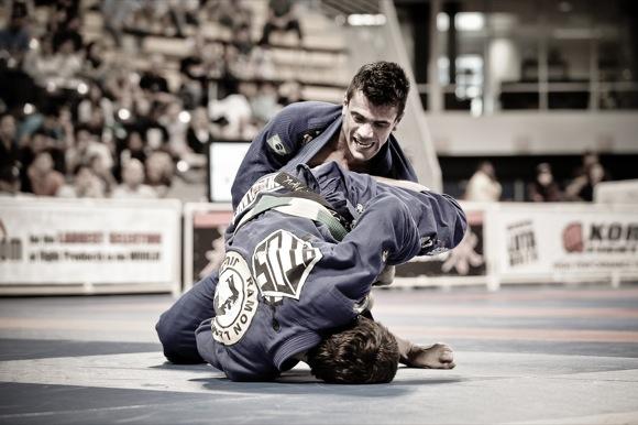 Estude Jiu-Jitsu com o estilo clássico de Rubens Cobrinha