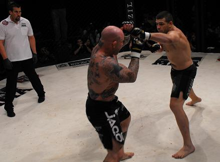 Pedro Rizzo, pictured facing Jeff Monson in Brazil's Maracanãzinho gymnasium, is looking for his fourth MMA win in a row. Photo: Carlos Ozório.