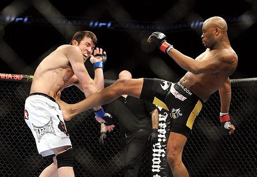 Vá a Vegas com o canal Combate para o UFC de Anderson Silva vs Chael Sonnen