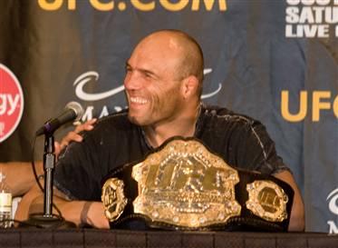 Relembre o treininho de chão da lenda do UFC Randy Couture