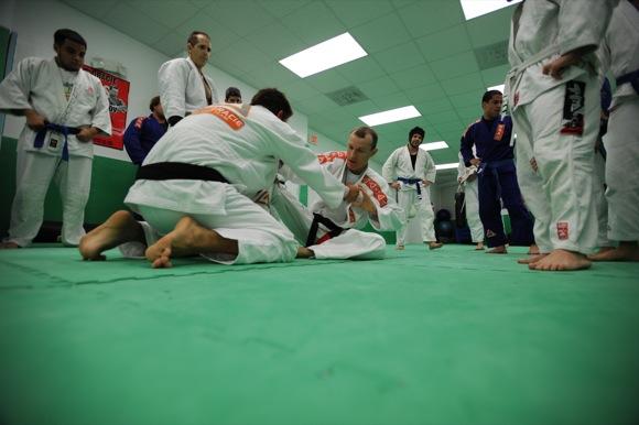 Rilion Gracie faz guarda durante o treino