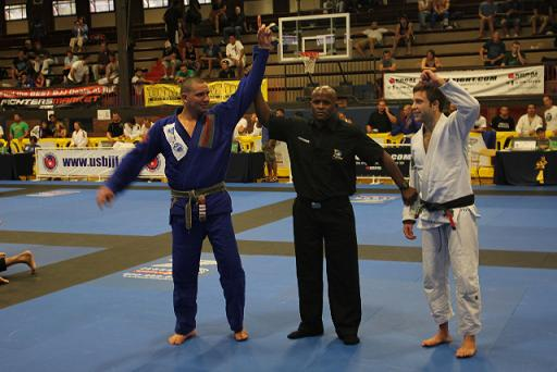 Comprido wins at weight and open weight in Chicago