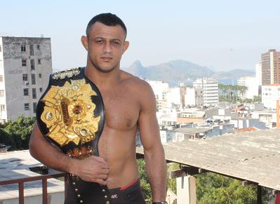 Marlon Sandro segue no GP do Bellator