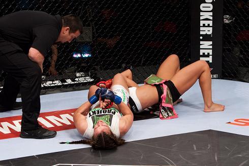 UFC: veja como a próxima rival de Ronda Rousey sabe finalizar no Jiu-Jitsu