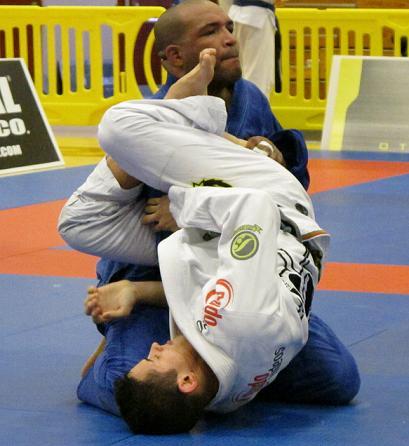 Dois macetes para afiar o armlock no Jiu-Jitsu, com Caio Terra