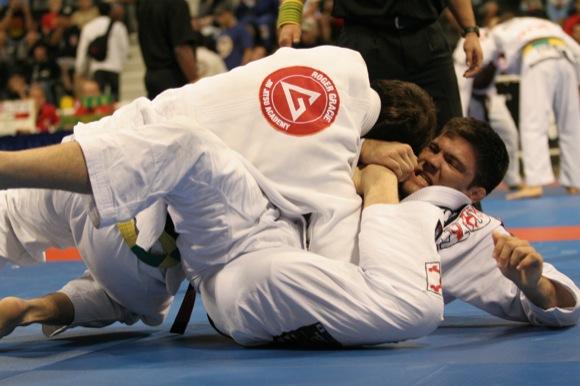 Jiu-Jitsu: Defenda o berimbolo e finalize, com Robert Drysdale