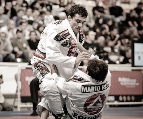 Frazatto em ação no Jiu-Jitsu. Foto: Regis Chen.