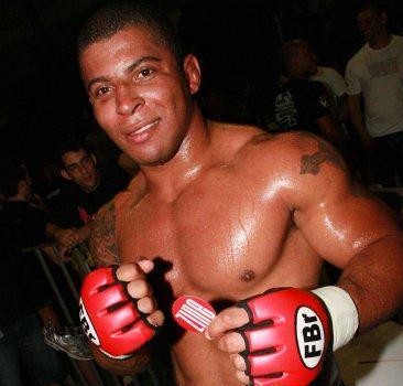Estilo UFC, JF Fight vem com direito a cotoveladas