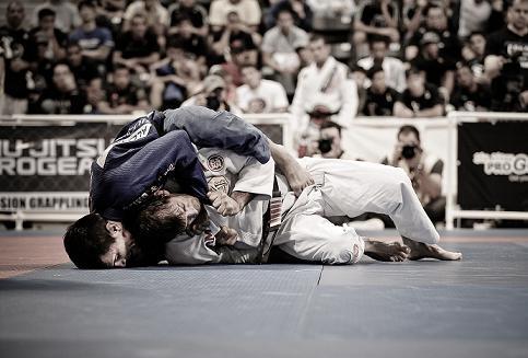 Vire mochila e finalize no Jiu-Jitsu, com Rubens Cobrinha