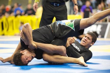 Durinho em ação no Mundial contra Lucas Leite. Foto: John Lamonica
