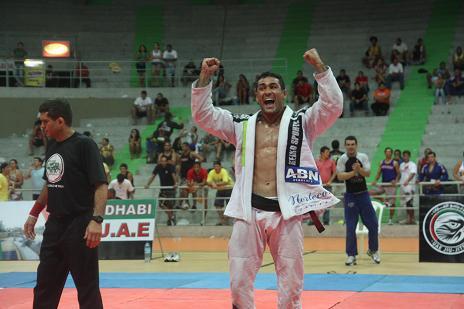 Invicto no MMA, faixa-preta de Jiu-Jitsu Davi Ramos assina com Bellator