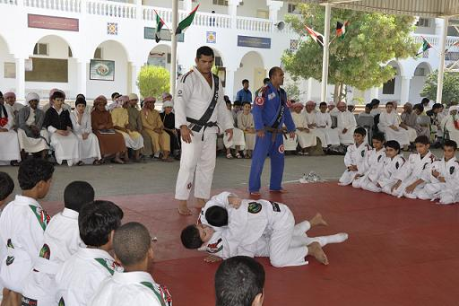 During lead-up to MMA showdown, fighter teaches Jiu-Jitsu in Emirates
