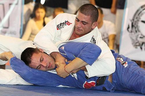 Jiu-Jitsu: surpreenda finalizando na mão-de-vaca com Rodrigo Caporal