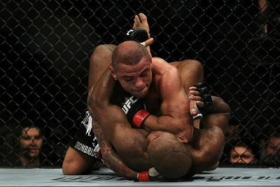 Thiago Alves se machuca e adia mais uma vez sua volta ao UFC