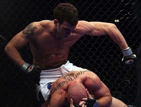 Igor finaliza mais uma no MMA