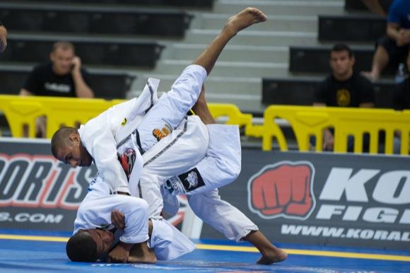 Copa Pódio: JT enfrenta Leandro Lo em sua primeira luta