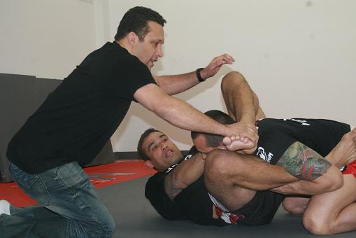 Werdum works ground game for Overeem with Renzo and Dida