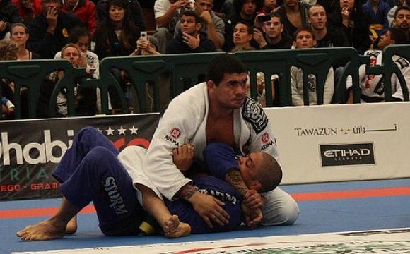 Luta do sábado: estude Jiu-Jitsu com Braga Neto x André Galvão
