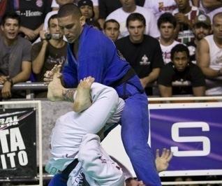 Bernardo Faria e Abi-Rihan numa luta casada de tirar o fôlego