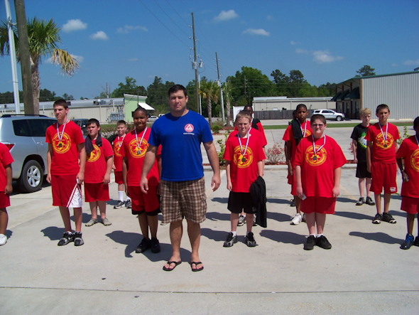 Ellwanger teaches young Marines self-defense class
