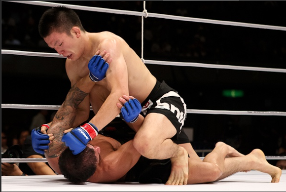 MMA: mago das finalizações, Shinya Aoki desce para o peso-pena