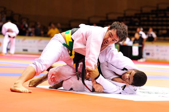 Celsinho Venícius em luta contra Gilbert Durinho em Abu Dhabi. Foto: Luca Atalla/GRACIEMAG.com.