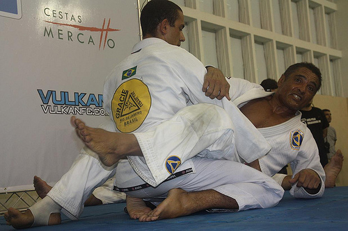 Rickson Gracie ensinando Jiu-Jitsu. Foto: Carlos Ozório.