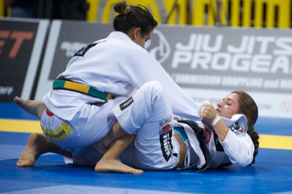 """Kyra comments on """"reconquest"""" of lightweight title in O Globo"""