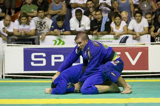 Carla Cavalcante dominates female division