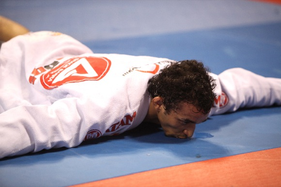 Rominho até tentou, mas não consegue se afastar do sagrado tatame das competições. Foto: Alicia Anthony